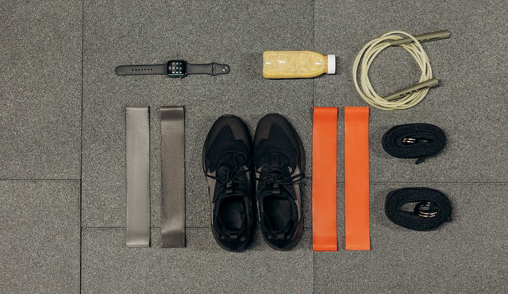 Alt-tag: Equipment for building a home gym on a budget.