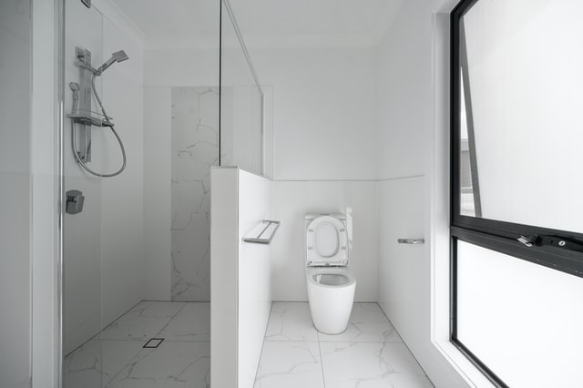 an example of how to design safe bathrooms for the elderly